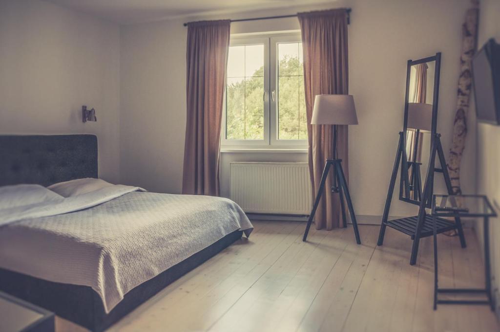 Łóżko lub łóżka w pokoju w obiekcie Hotel Dwa Księżyce