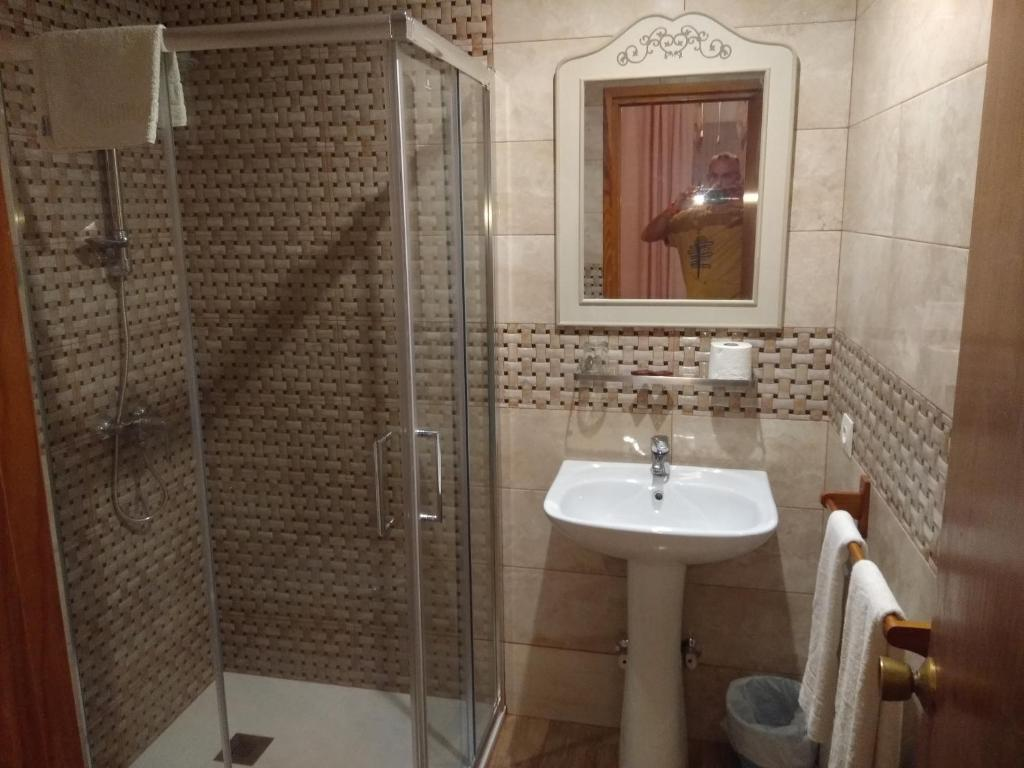 A bathroom at Hostal Avenida