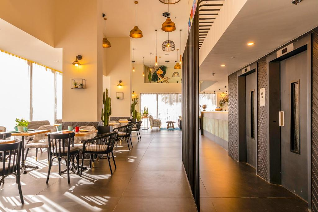 A restaurant or other place to eat at Armon Yam Hotel