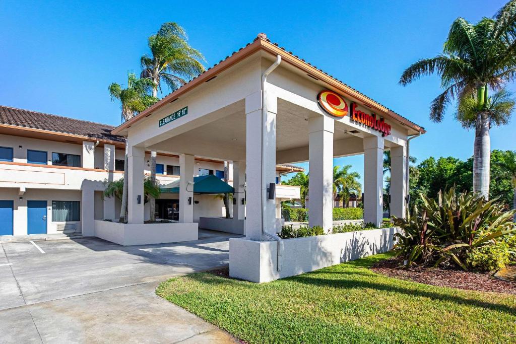 Econo Lodge Vero Beach Downtown Fl Booking Com