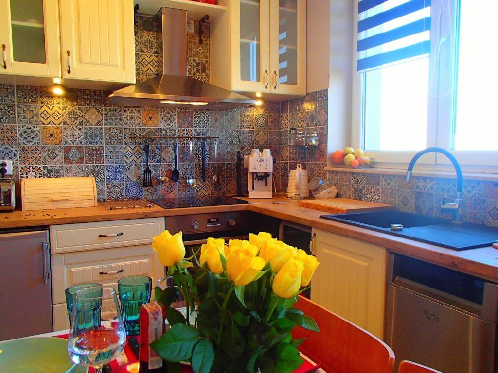 Kuchyňa alebo kuchynka v ubytovaní Cracovia Panorama East Apartment Vermelo