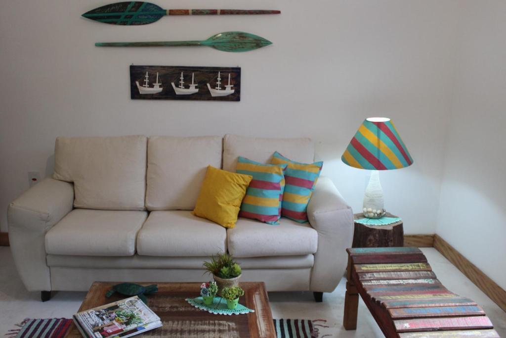 A seating area at casa do pescador