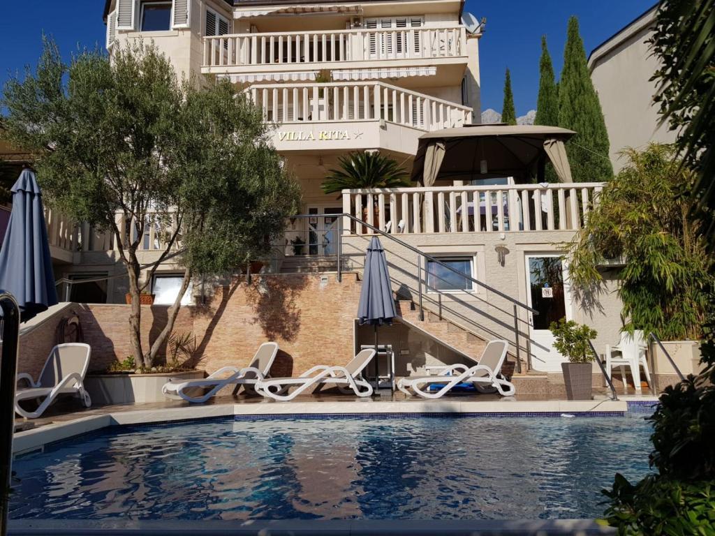 Bazén v ubytovaní Villa Rita Oase alebo v jeho blízkosti
