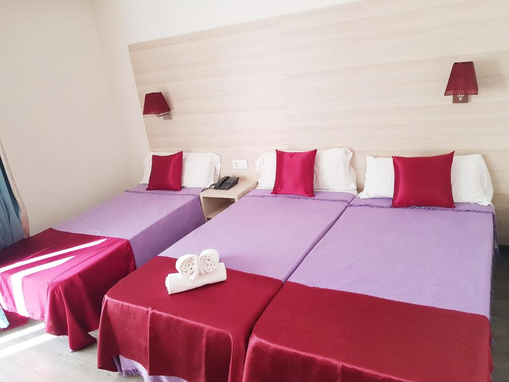 A bed or beds in a room at Hotel Norai