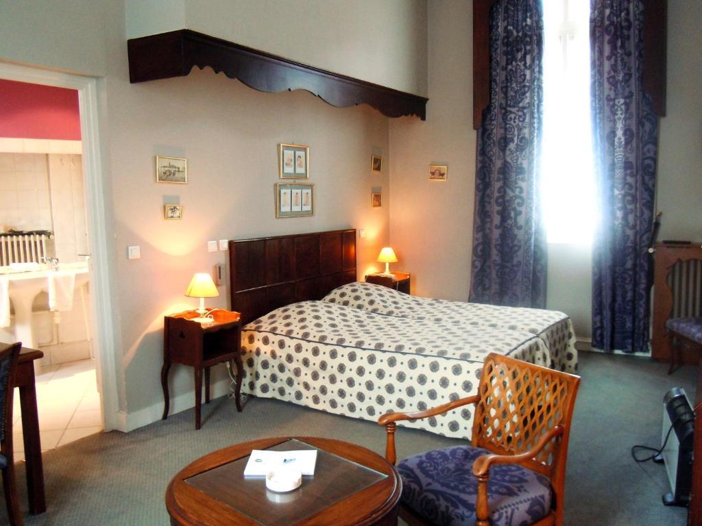 Hotel Paris Et La Poste Sens France Booking Com