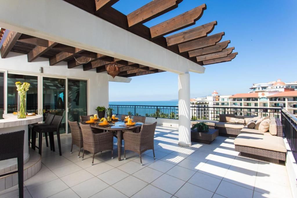 3BR penthouse with large terrace, Playa Royale 2907