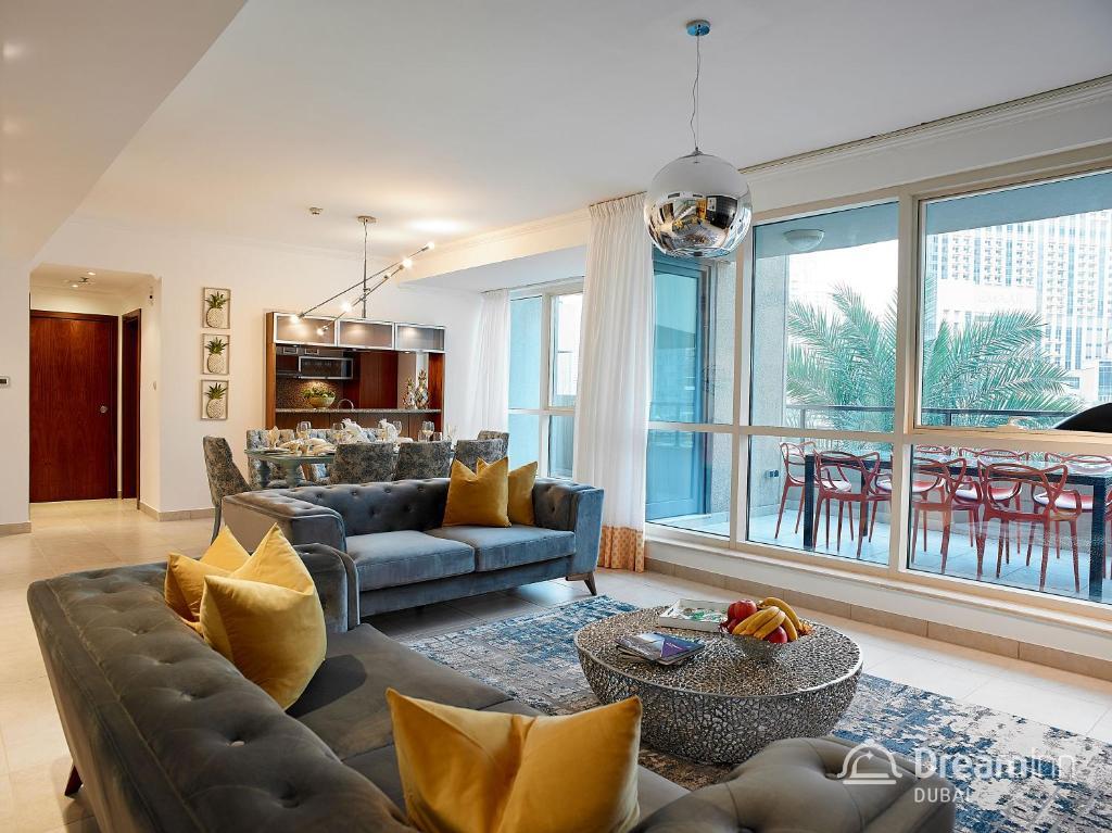 A seating area at Dream Inn Apartments - Marina Quays