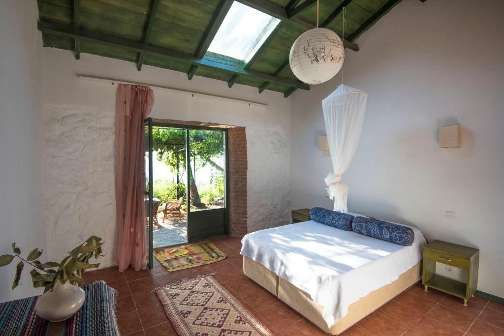 A bed or beds in a room at Faralya Botanica