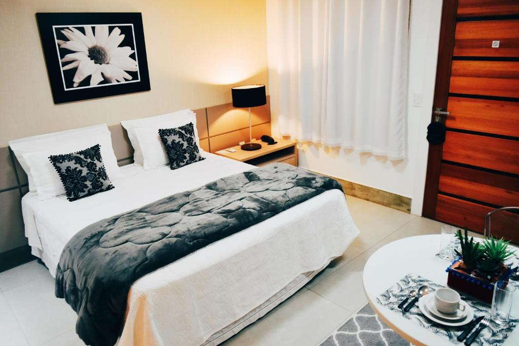 A bed or beds in a room at Flat's Refúgio Vip