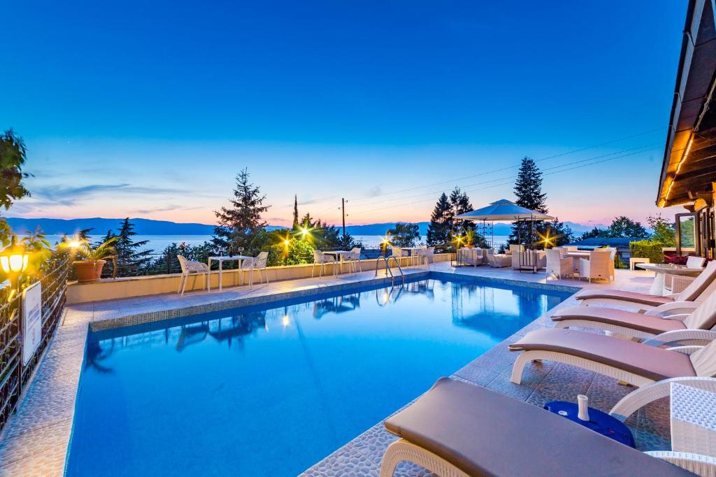 The swimming pool at or close to Vila Bisera