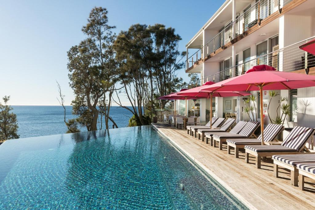 The swimming pool at or near Bannisters by the Sea Mollymook