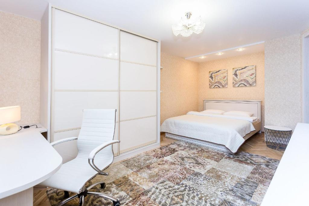 A bed or beds in a room at Apartment Roomer 8