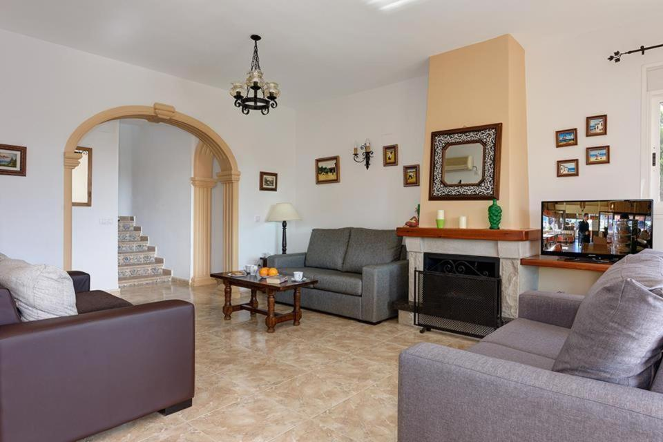 Casas de Torrat Villa Sleeps 10 Pool Air Con WiFi 9