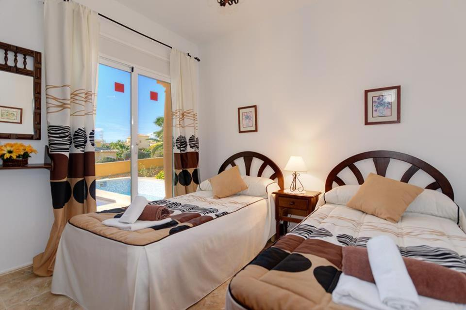 Casas de Torrat Villa Sleeps 10 Pool Air Con WiFi 13