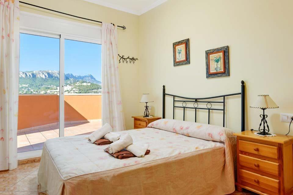 Casas de Torrat Villa Sleeps 24 Pool Air Con WiFi 3