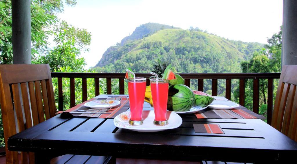 En generel udsigt til bjerge eller udsigt til bjerge taget fra bed & breakfast-stedet