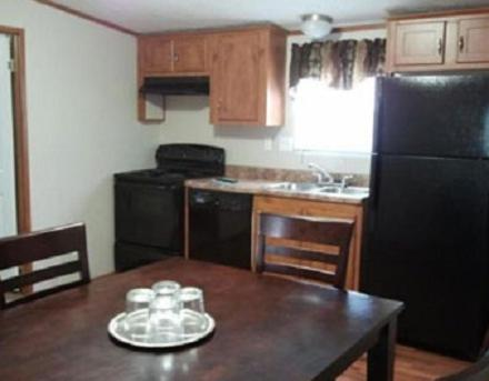 A kitchen or kitchenette at Oasis Lodge - Carrizo Springs