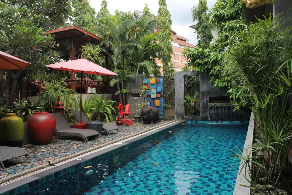 The swimming pool at or close to Villa Thapae