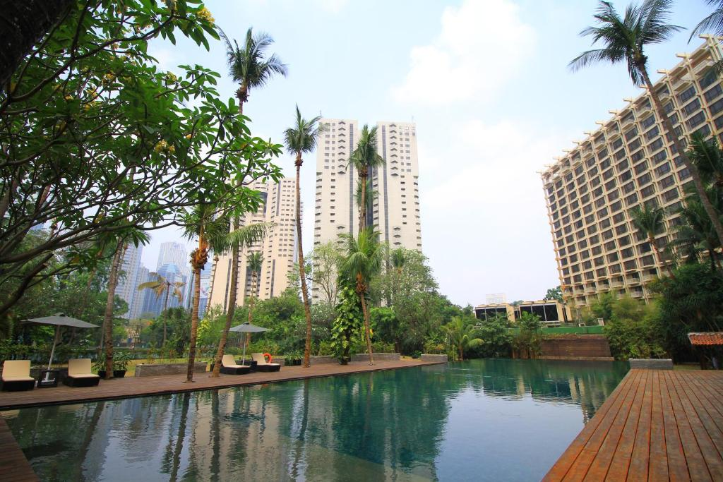 The swimming pool at or close to The Sultan Hotel & Residence Jakarta