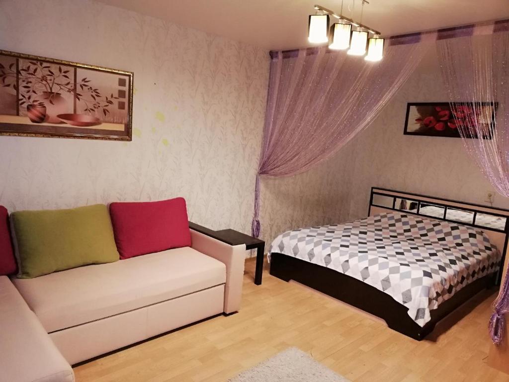 Кровать или кровати в номере Apartment on Lunacharskogo 3