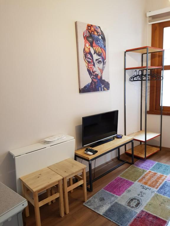 A television and/or entertainment center at Linden Houses