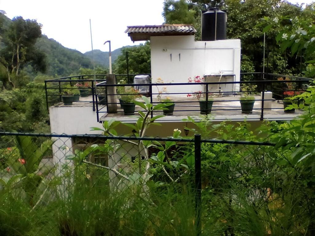 En balkon eller terrasse på Araliya Home Stay