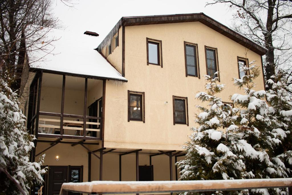 Postoronnim VV Guest House during the winter