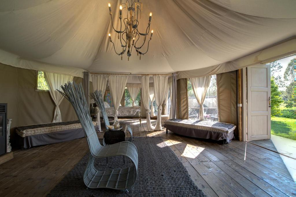 A seating area at Glamping Canonici di San Marco
