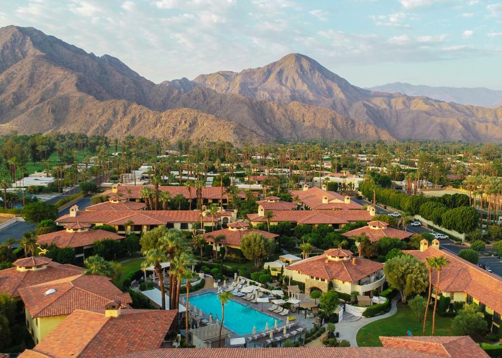 A bird's-eye view of Miramonte Indian Wells Resort & Spa, Curio Collection by Hilton
