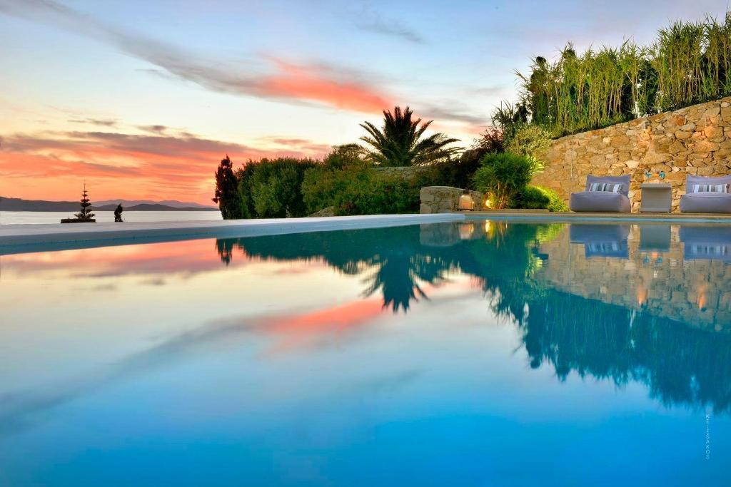 The swimming pool at or close to Mykonos Villa Sleeps 12 Air Con WiFi