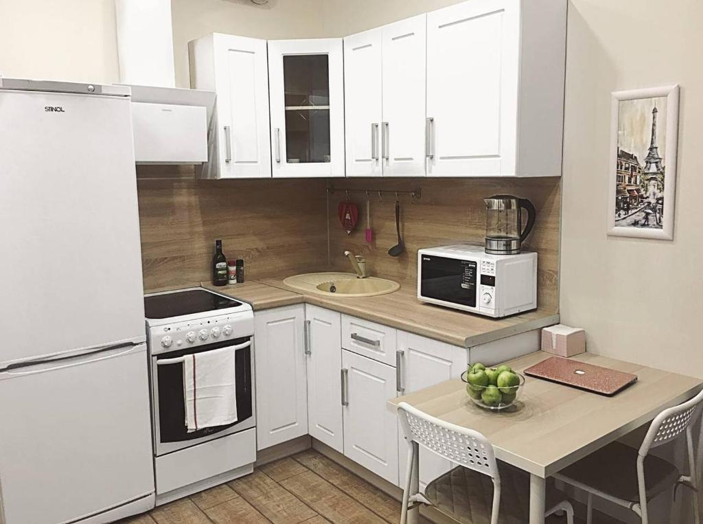 A kitchen or kitchenette at White crocus near Crocus Expo