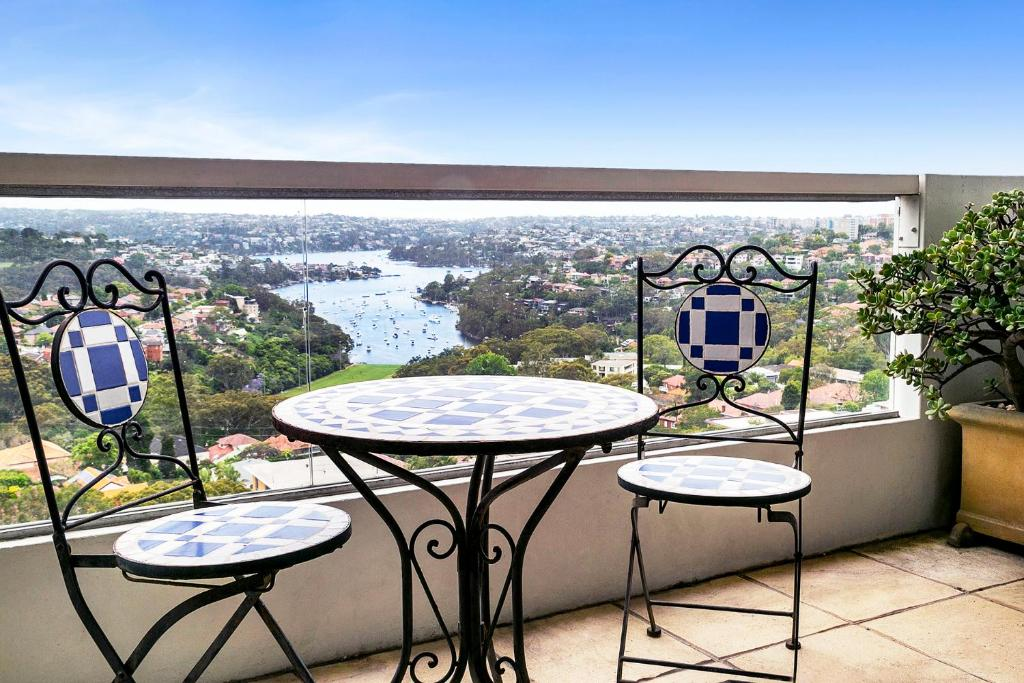 A balcony or terrace at Top Floor Penthouse Apartment Cremorne - SUTH2