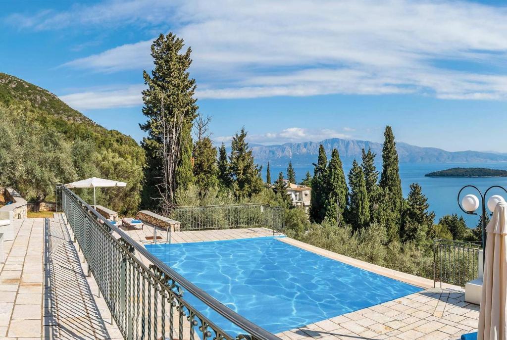 Πισίνα στο ή κοντά στο Perigiali Villa Sleeps 6 Air Con WiFi