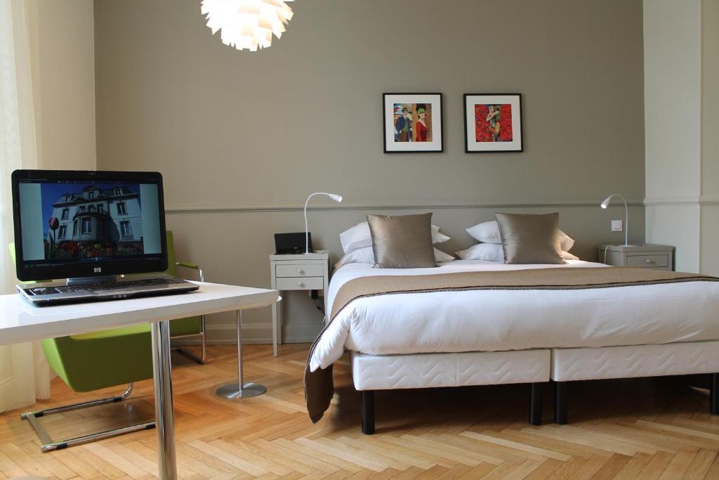 A room at Villa Élyane