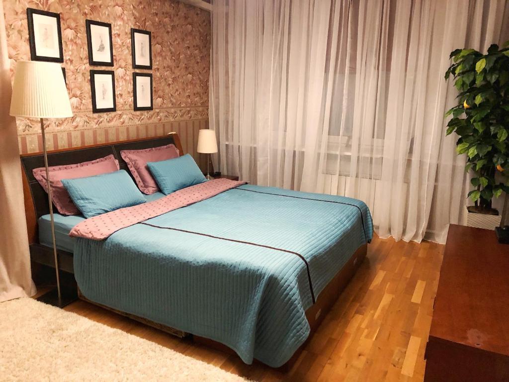Кровать или кровати в номере Апартаменты Ярославль Центр