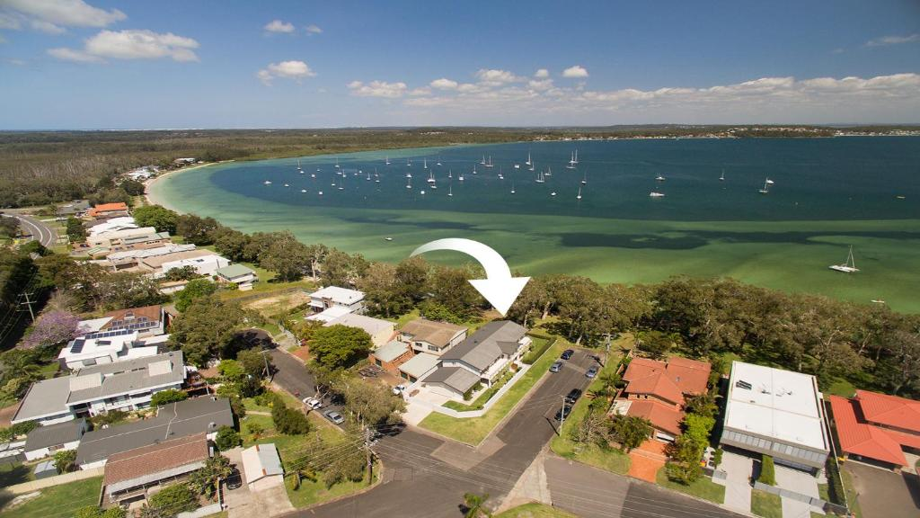 A bird's-eye view of Waterfront Serenity - Luxury home with Grand Views