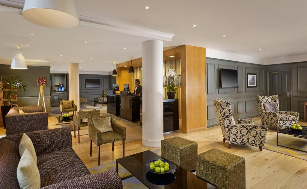 Uma área de estar em Citadines South Kensington London