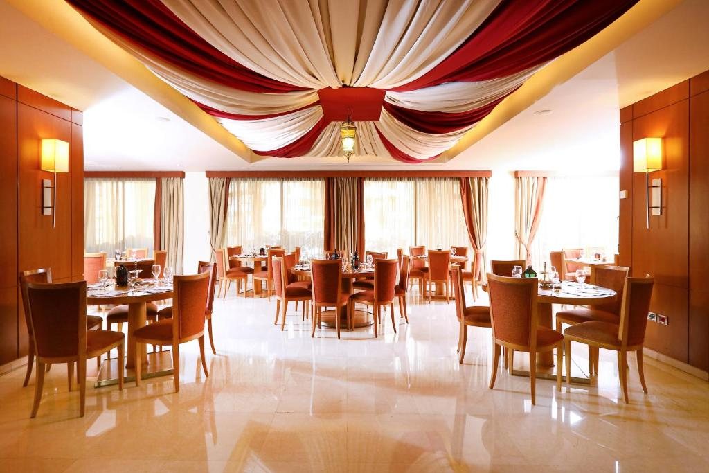 A restaurant or other place to eat at Ramada Plaza by Wyndham Beirut Raouche