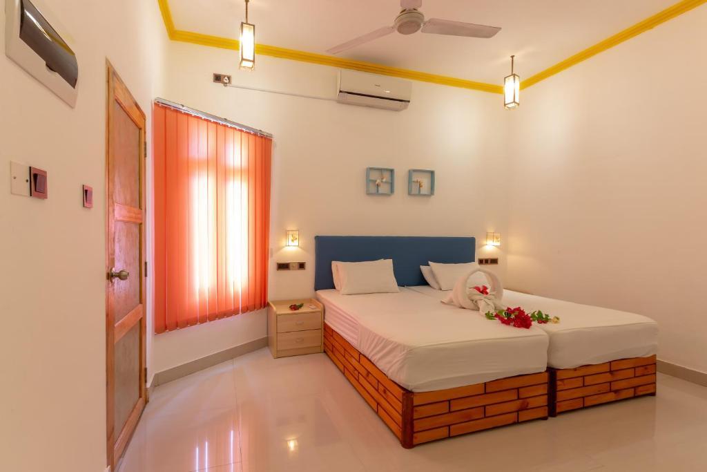 Ένα ή περισσότερα κρεβάτια σε δωμάτιο στο Dream Inn, Maldives – Sun Beach Hotel