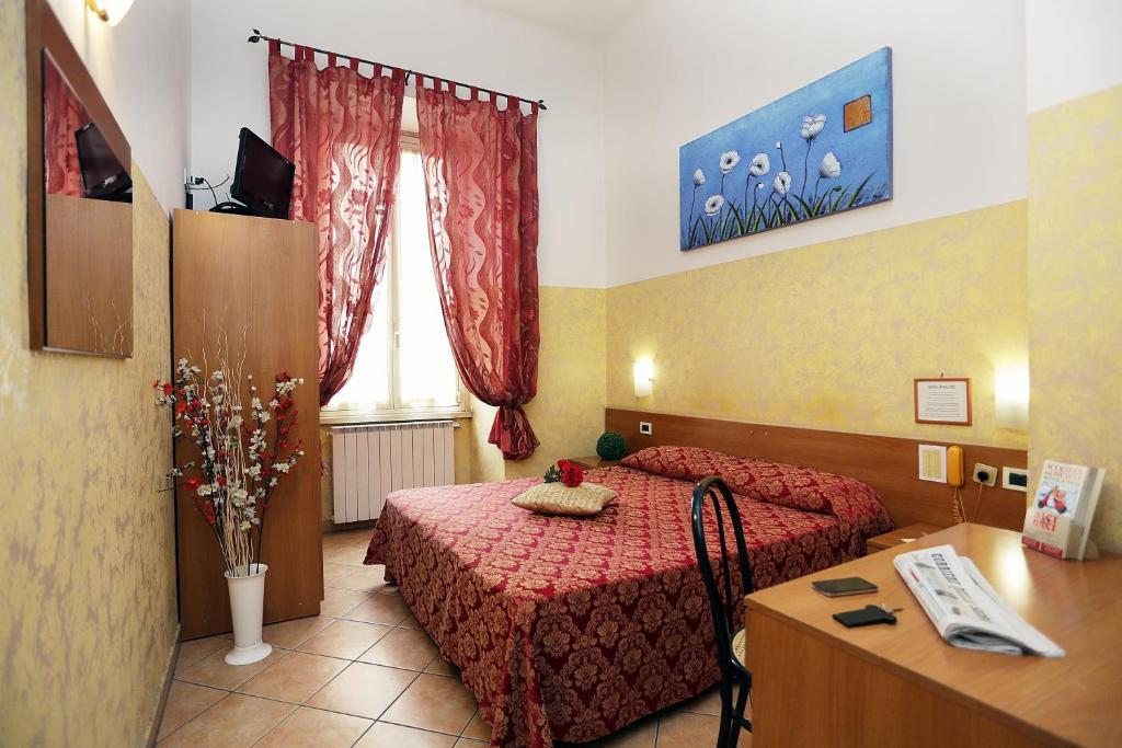 A bed or beds in a room at Hotel Bergamo