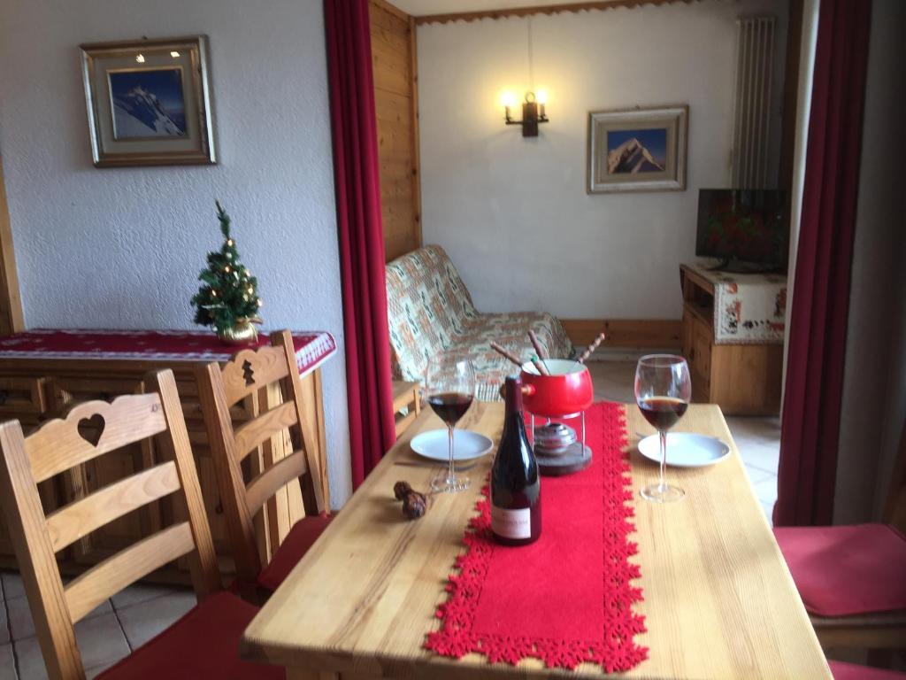A seating area at Chamonix Centre Holiday Sauna Apartment 2
