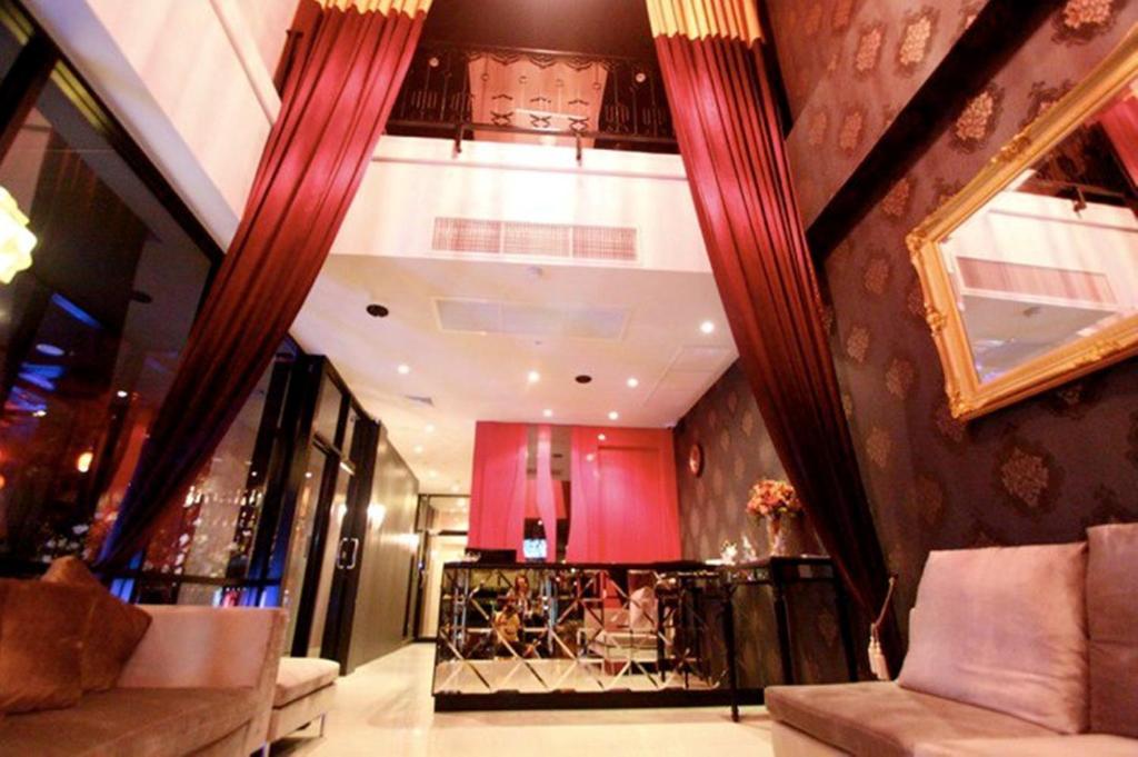 The lobby or reception area at Glitz Bangkok