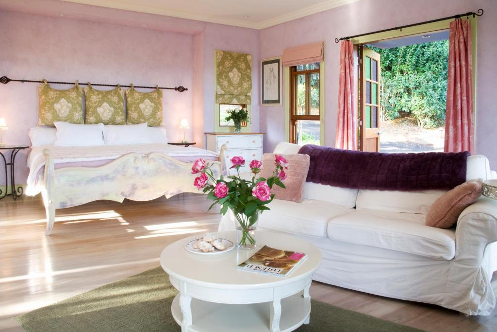 A bed or beds in a room at The Spotted Chook and Amelie's Petite Maison