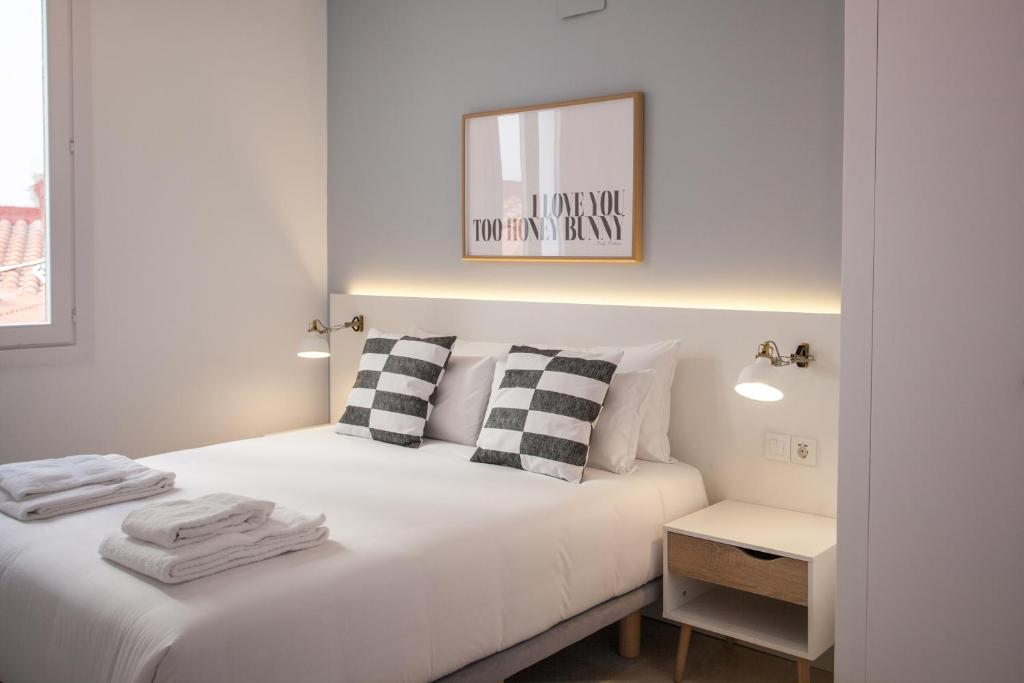A bed or beds in a room at Gran Central Suites