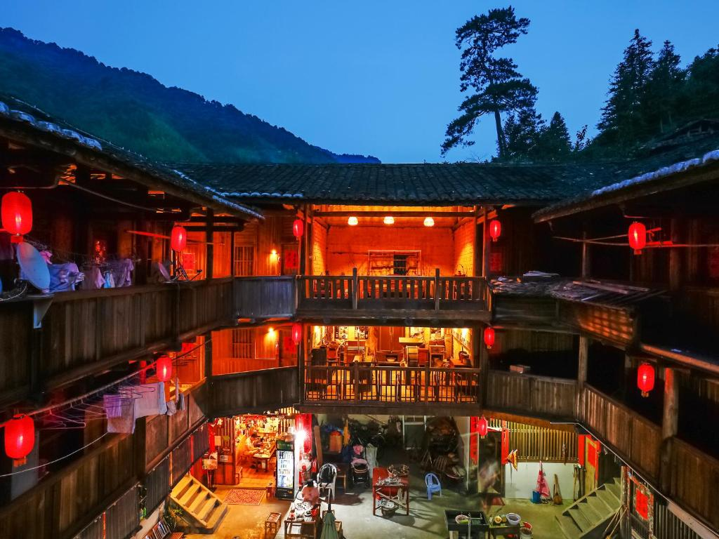 Tulou Herongzhuang Inn