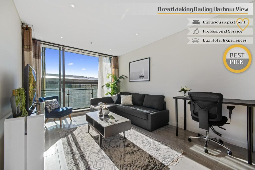 A seating area at Breathtaking Darling Harbour view and Luxurious