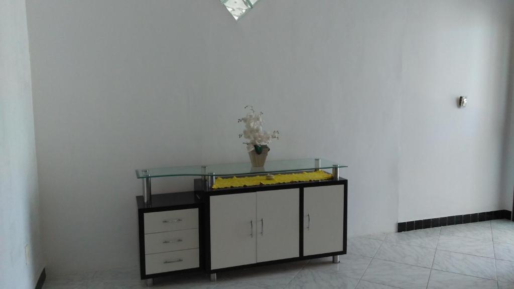 A kitchen or kitchenette at Casa na praia de Aruana