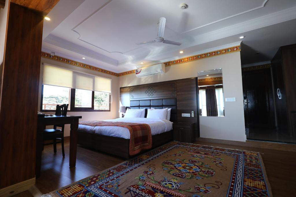 A bed or beds in a room at Hotel Norbu House