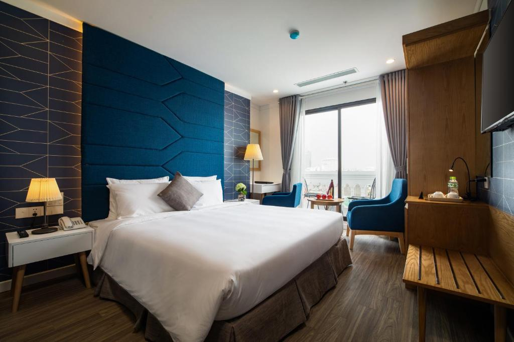 A bed or beds in a room at Bonsella Prestige Hotel & Spa