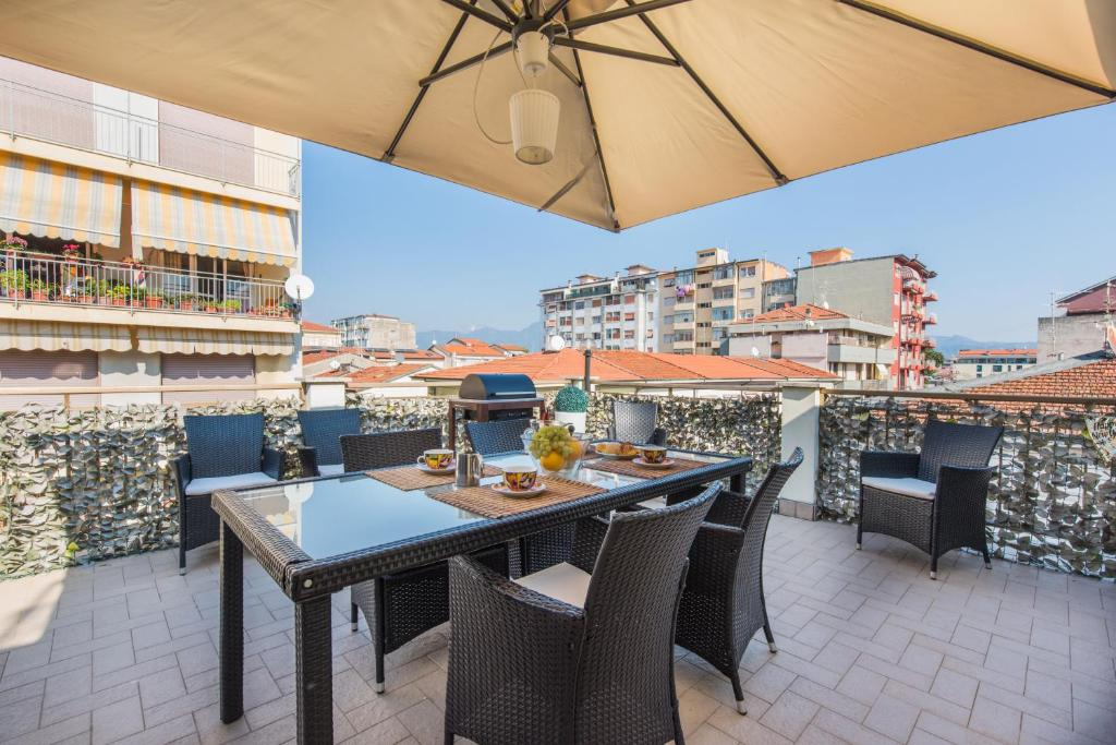 A restaurant or other place to eat at Apartment Elly's Terrace